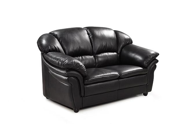 Skinnsoffa 2 sits